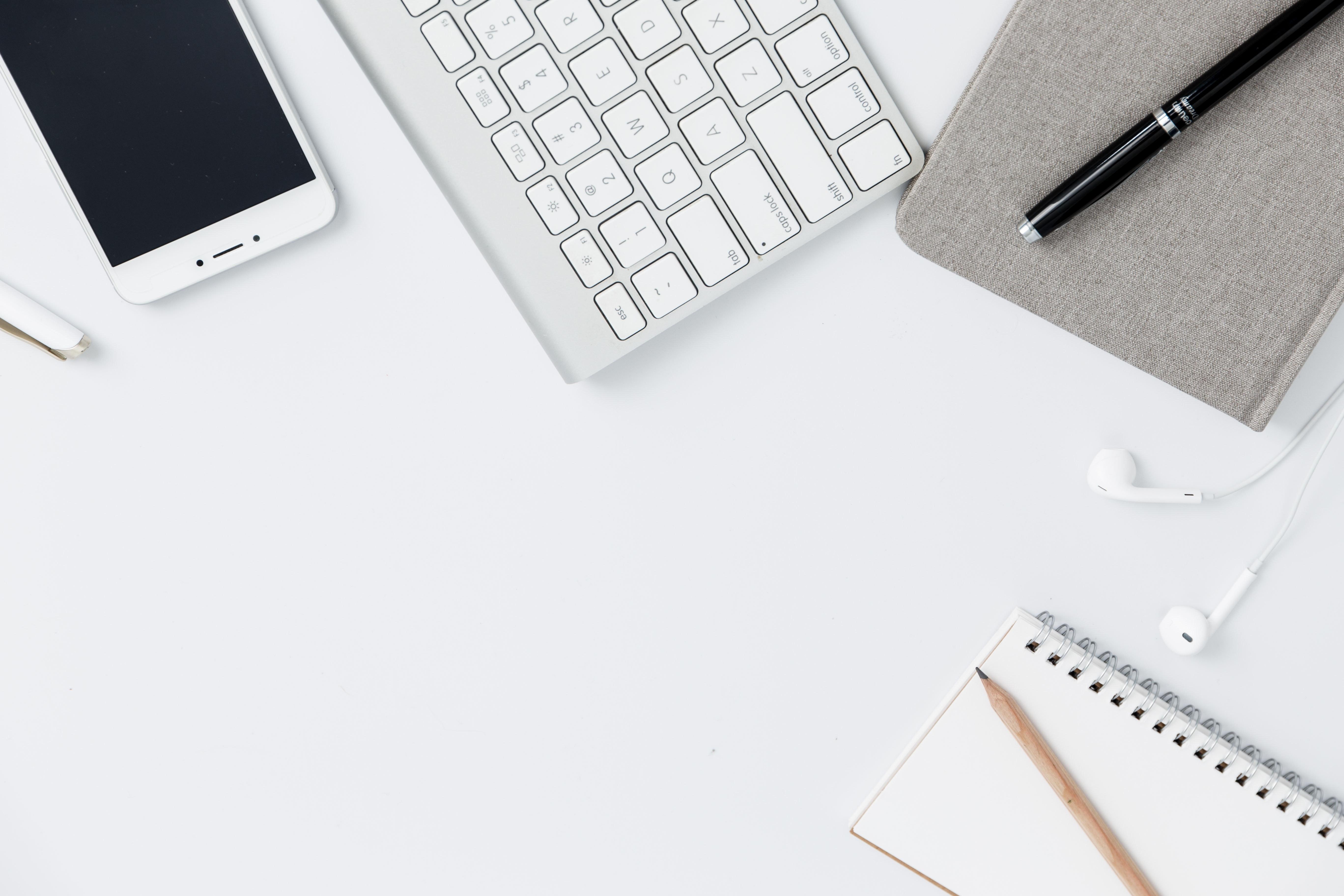slider-backround-white-earphones-work-place-look